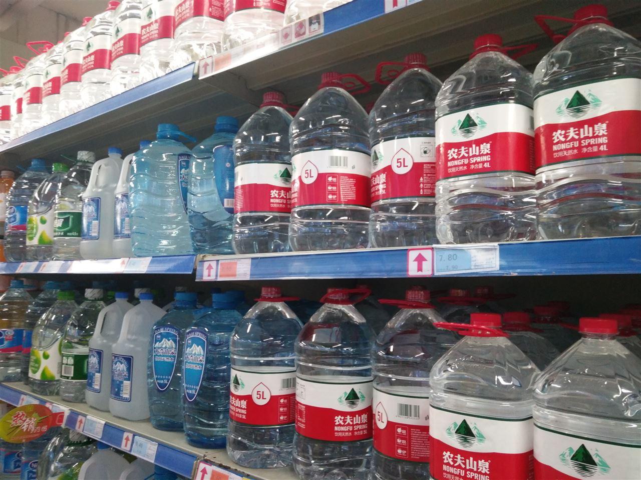 饮水安全不容忽视 纯水设备走俏市场