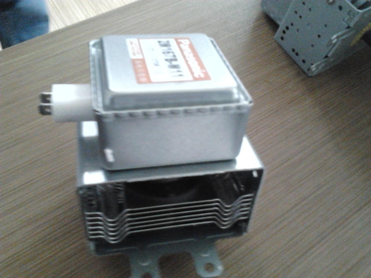 一套微波电源包括的配件有磁控管,电源等
